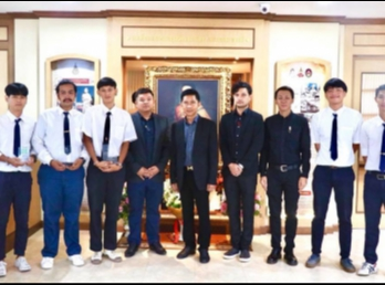 Students received the Thailand Green Design Awards 2017 to meet the President.