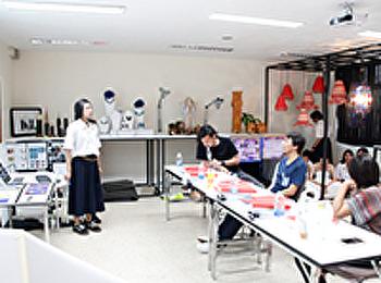 ตรวจผลงานศิลปนิพนธ์ครั้งสุดท้าย 100% สาขาวิชาการออกแบบผลิตภัณฑ์สร้างสรรค์