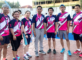 Prof. Dr. Chutima Maneewattana, Dean of Faculty of Fine and Applied Arts Join the charity run