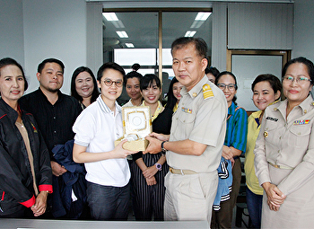 Fine art with first steps ... to Community Development. leaders and staff met the head of the community development group, Samut Songkhram Province