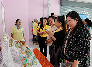 Faculty of Fine and Applied Arts promote research and academic services to community development. Samut Songkhram Province