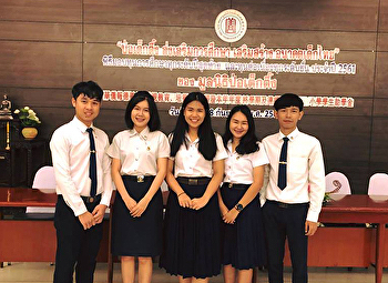 Students receive scholarships from the POH TECK TUNG FOUNDATION