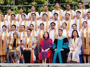 The group photo consists of executives, lecturers and graduates of the Faculty of Fine and Applied Arts of the year 2019.