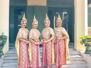 Thai Dance SSRU in welcoming the International Ambassador's spouse