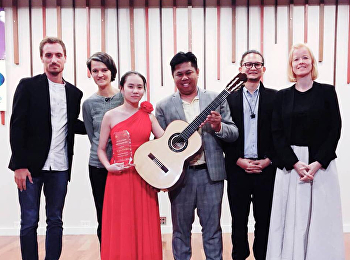 Dr.Rungkiat Siriwongsuwan was invited to give a prize to the contest winners. Classical guitar competition