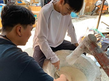 Senior students of CPDSSRU learned the plastering process and the traditional plastering technique