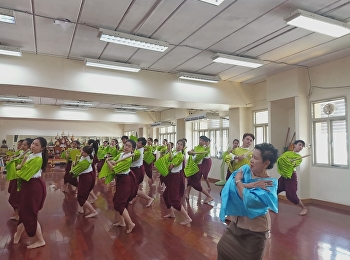 Learn thai dancing from The National Artists