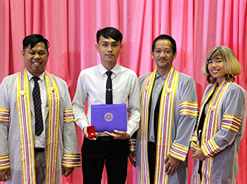 Student of Thai Dance received the certificate