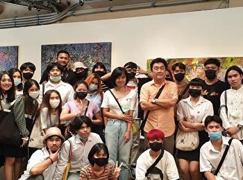 หัวหน้าสาขาวิชาจิตรกรรม นำนักศึกษาเรียนรู้นอกห้องเรียน ชมนิทรรศการ ณ หอศิลปวัฒนธรรมกรุงเทพฯ