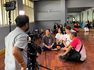 ThaiPBS interviewed the trainees and filmed the Operational Academic Service Project.